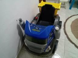 Caminhão infantil de pedal