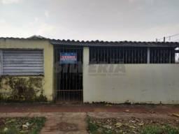 Casa Investimento Vila com 2 casas e 1 salão esquina Guanandi