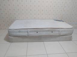 Cama Box solteiro (acompanha os pés)