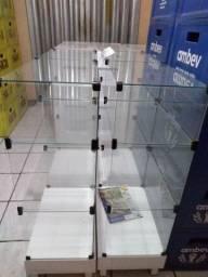 Dois balcões novos de vidro ótimo para uma variedade de coisas