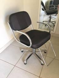 Título do anúncio: Cadeira hidráulica 300$ / cabeleireiro e maquiagem