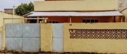 Casa com 3 quartos, 2 salas, copa, cozinha, banheiro, 2 varandas e 1 garagem.