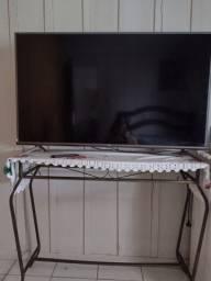 Título do anúncio: Vende se ou troca tv tcl 50 segunda tela trincada.