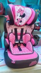 Cadeira Carro Minnie Mouse Rosa serve de 9kg até 36kg pois vira acento elevado.
