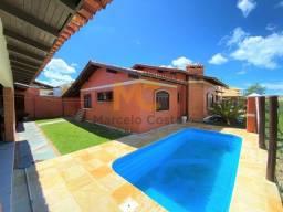 Título do anúncio: Casa com piscina a duas quadras do mar contando com 03 dormitórios.
