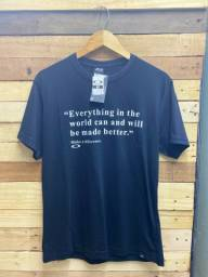 Promoção de Camiseta básica R$ 28.00 cada, à vista