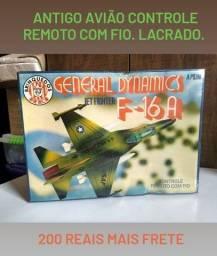 Relíquia: antigo avião controle remoto com fio F-16A Jet Fighter Brinquedos Rei. Lacrado.