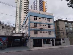 Apartamento com 2 quartos mais dependência no Espinheiro, Recife/PE.