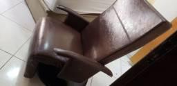 Título do anúncio: Poltrona reclinável, giratória e  couro