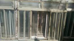 Vendo 8 janelas de ferro por 250 todas
