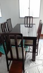 Mesa de Jantar em Mogno