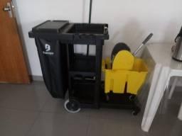 Vende-se carrinho  de limpeza
