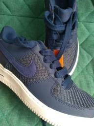 Tênis Nike - Air Force 1 LV8