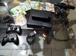 Xbox 360 c/ 3 controles e 6 jogos