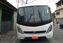 Micro ônibus branco maxbus