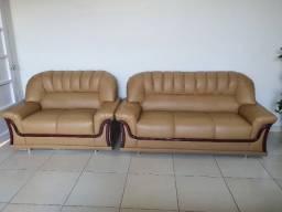 Sofá 2 e 3 lugares confortável com madeiramento reforçado conservado