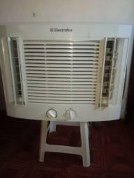 Vendo ar condicionado 7.500 btus  Eletrolux 450 reais