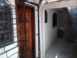 Alugo casa 02 quartos no Monteiro Lobato, Santa Rita - tatuquara
