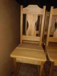 Cadeira toda em madeira