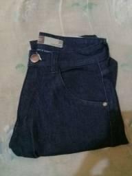 Calça jeans masculina nova, tamanho 38. Cor azul