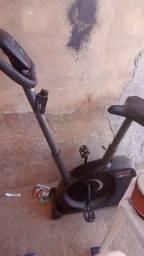 Título do anúncio: Vendo bicicleta aeróbica e um fogão pegando tudo os dois por 500 ..