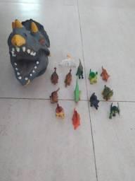 Cabeça Dinossauro com 13 miniaturas