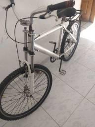 Bicicleta de alumínio com armotecedo