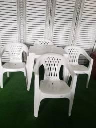 Jogos de Mesa com Cadeira Plástica