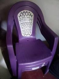 Título do anúncio: 3 cadeiras de plástico Roxa