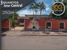 Título do anúncio: Ampla casa com 3 quartos no centro de Aparecida de Goiânia - Área total com 465m2