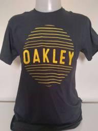 Título do anúncio: Camiseta Surf Oakley Preta