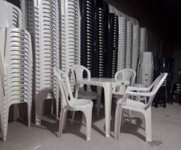 Título do anúncio: mesa dobravel em madeira e mesa plastica