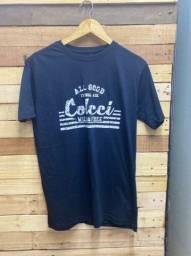 Camiseta básica por R$ 28,00 cada, à vista