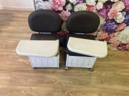 Vendo 2 cadeiras de manicure