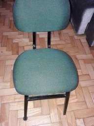 Título do anúncio: Cadeira escritório  em bom estado