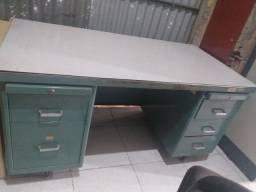 Título do anúncio: ECM móveis novos e usados Mesa de ferro com gaveteiro dos 2 lados e Prateleiras de apoio