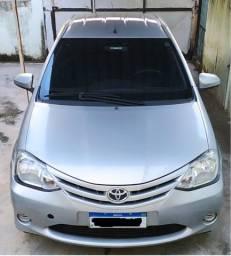Toyota Etios Sedan X 1.5 2014 completo com gás