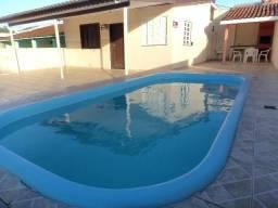 Casa com piscina a 100 metros do mar em Shangrilá