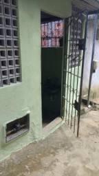 Casa de 1/4 com ar-condicionado, sala, cozinha, banheiro e varanda