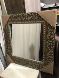 Espelho moldura madeira. Moldura 70X70cm. Espelho 45X45cm. Novo