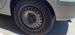 Jogo de rodas Aro 15 com pneus.
