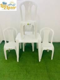 Jogo de Mesa  e Cadeiras Plástica sem Braço - 152 Kg