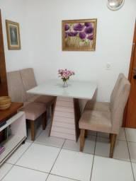 Vendo 1 mesa com 4 cadeiras