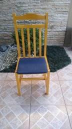 Cadeiras bem conservadas.