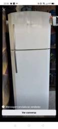 Vendo geladeira valor R$ 650,00