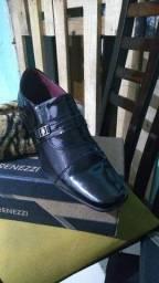 Título do anúncio: Vendo sapatos socias lindos promoção 70 reais