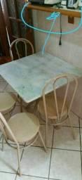 Título do anúncio: Mesa de cozinha com tampo de mármore e quatro cadeiras