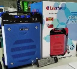 Caixas de som amplificada com microfone na promoção