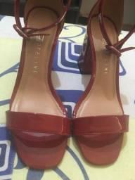 Sandália de salto nova