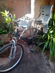 Vendo bicicleta Caloi, pouco usada.